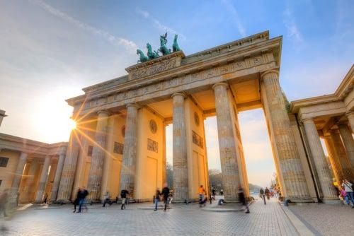 Puerta de Brandenburgo en Berlín, la ciudad cosmopolita de Aemania