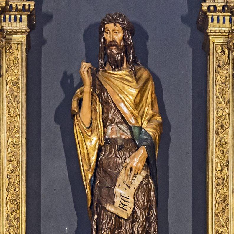 San Juan Evangelista hecho en madera.