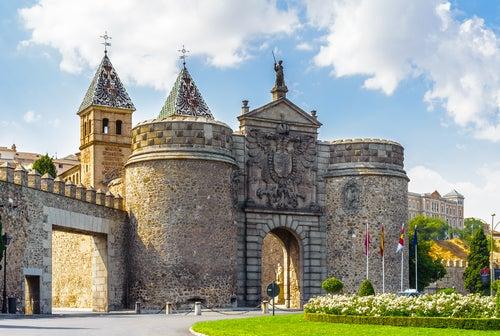 Puerta de la Bisagra en el casco histórico de Toledo