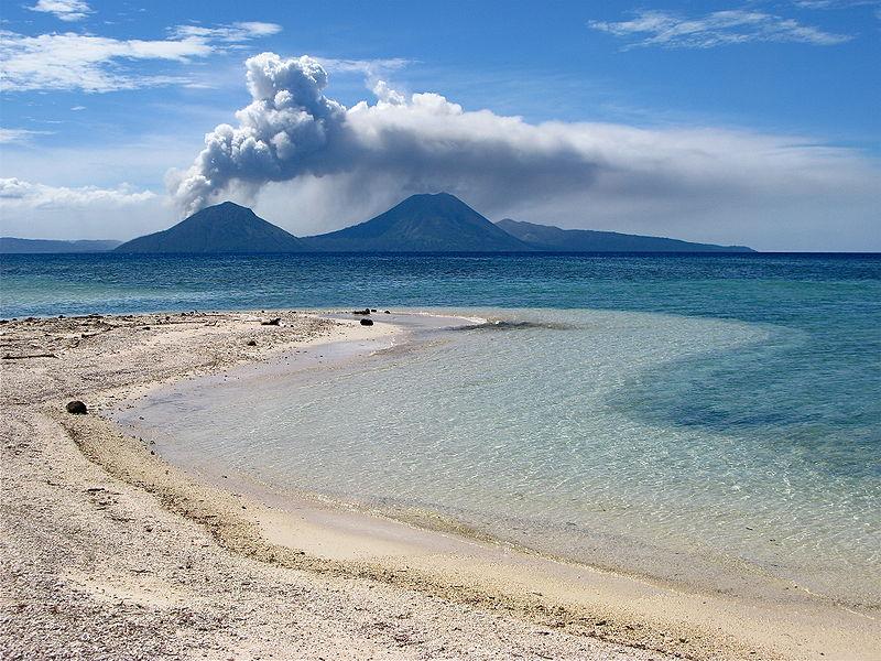 Volcán Tavurvur en Nueva Guinea