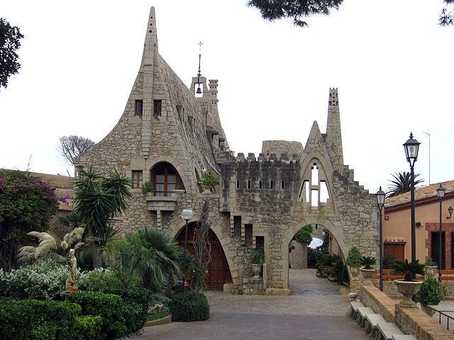 Bodegas Gëll, una de las obras de Antoni Gaudí