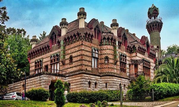 4 obras de Antoni Gaudí fuera de la ciudad de Barcelona