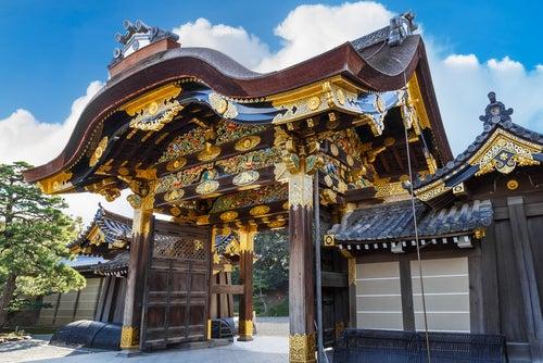 Entrada al castillo Nijo en Kioto