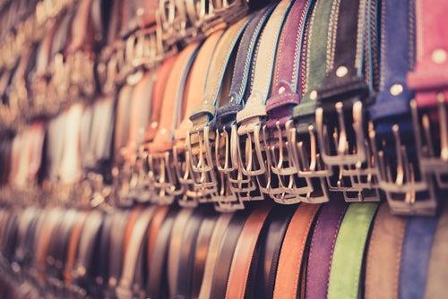 Cinturones, comprar cuero una de las cosas que hacer en Florencia