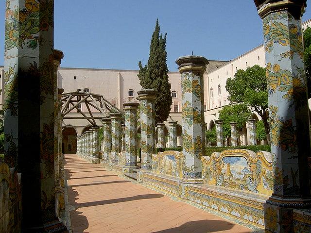 Convento de Santa Clara, uno de los lugares que hay que ver en Nápoles