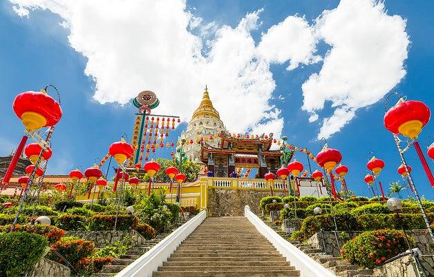 Templo adornado según las costumbres de Malasia