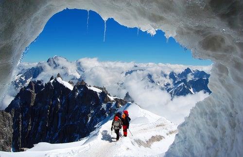 Escaladores en la montaña