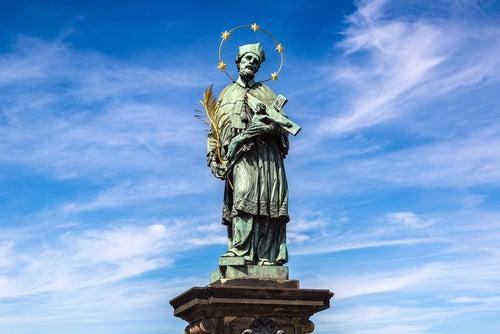 Estatua en el Puente Carlos