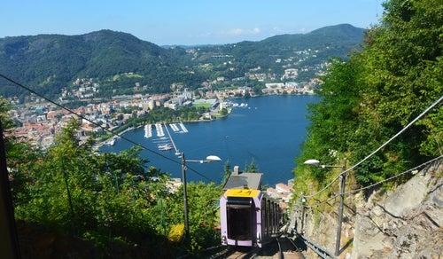 Funicular de Brunate en el lago di Como