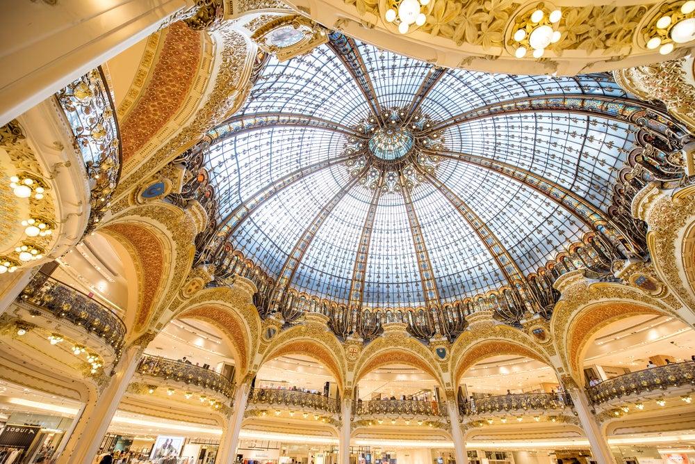 Techos de las Galerías lafayette en París