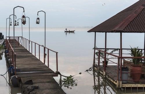 Muelle en el lago Victoria
