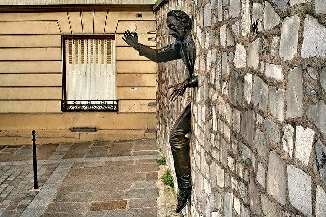 Escultura del pasamurallas de París