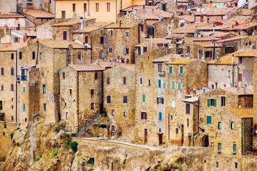Casas de Pitigliano en la Toscana