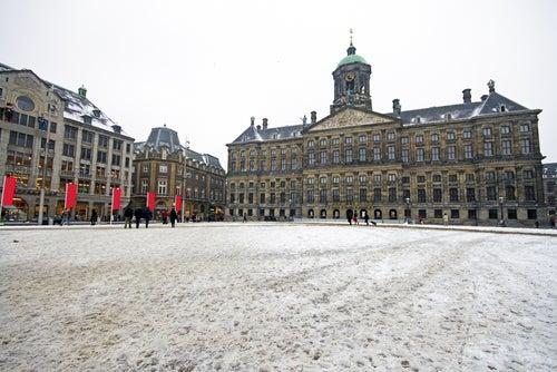 Plaza Dam de Ámsterdam nevada