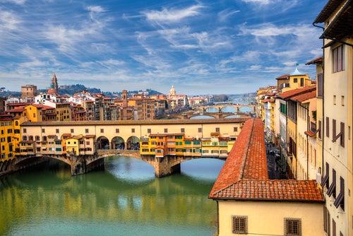 Ponte Vecchio uno de los lugares que ver en Florencia