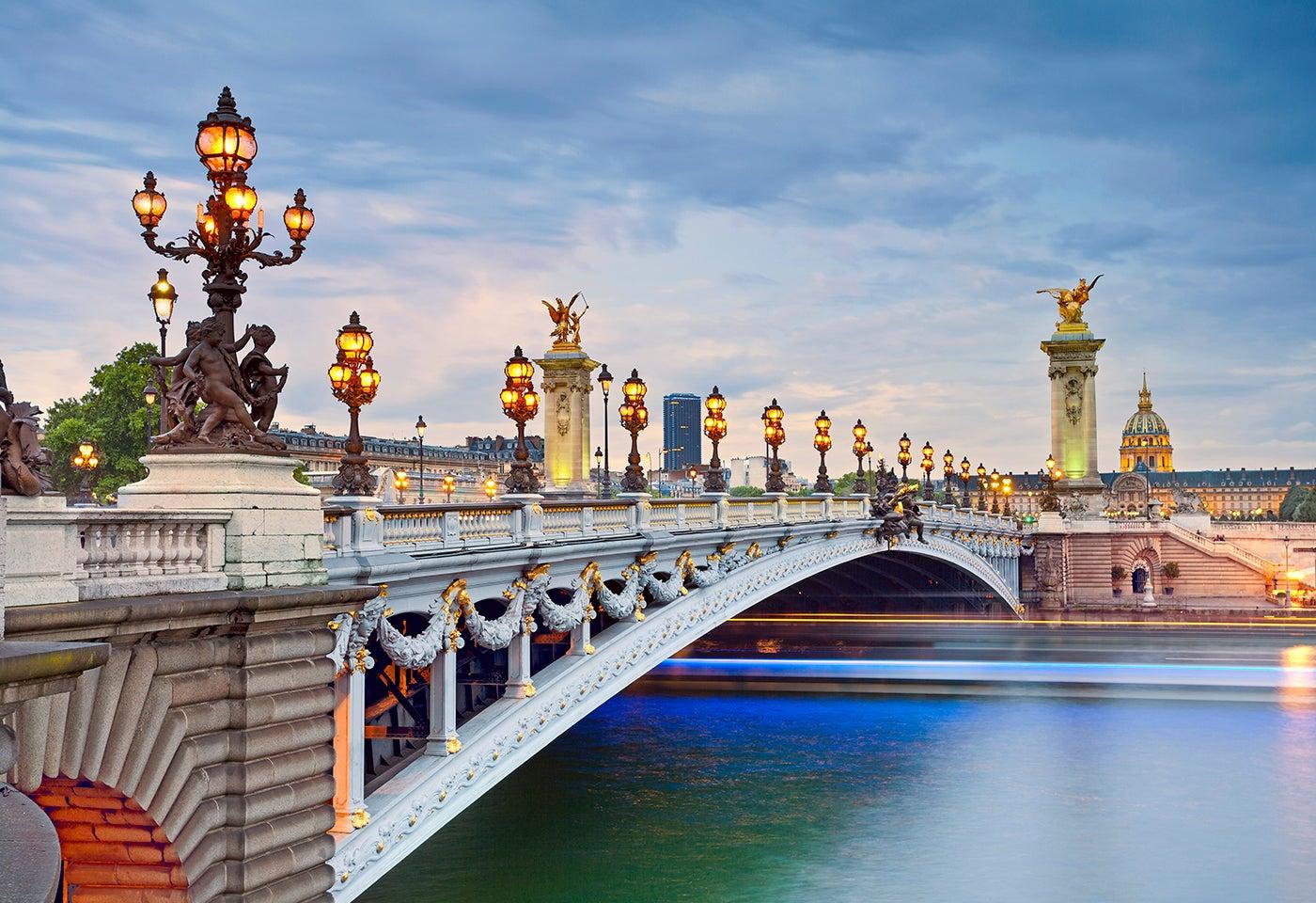 Puente Alejandro III en París