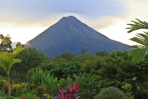 Volcán Arenal deCosta Rica, destino para viajeros aventureros