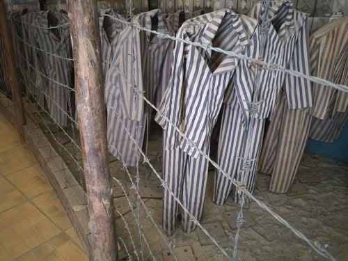 Ropa de prisioneros de Auschwitz