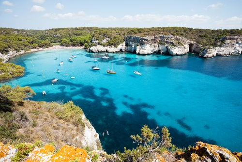 Cala MAcarella en Menorca, uno de los sitios más bonitos del Mediterráneo