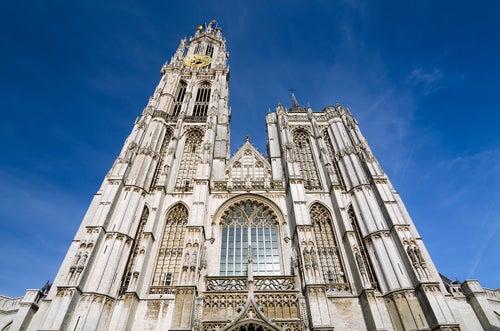 Catedra, uno de los lugares que ver en Amberes