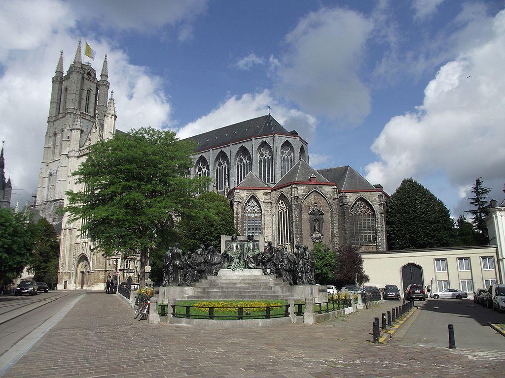 Catedral de San Bavón lugar de bautismo de Carlos V