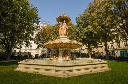 Fuente de Louvois en París