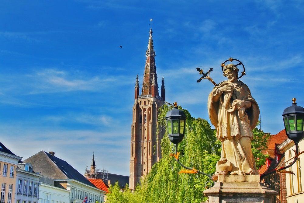 Vista de la iglesia de Nuestra Señora de Brujas