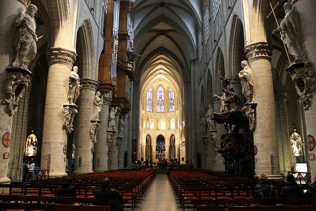 Nave central de la catedral de Bruselas