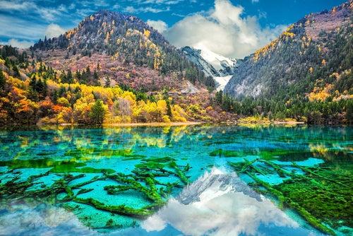 Lago Jiuzhaigou uno de los paisajes de China más bonitos