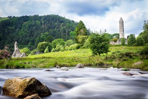 Monasterio de Glendalough en la República de Irlanda