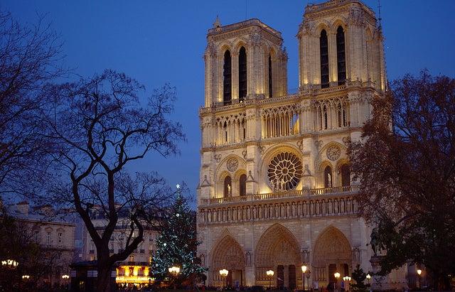 Notre Dame durante la Navidad en París