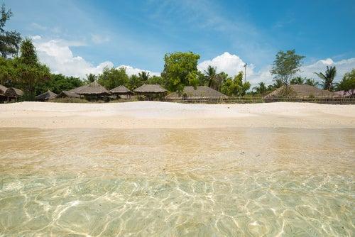 Playa en Gili Air de las islas Gili