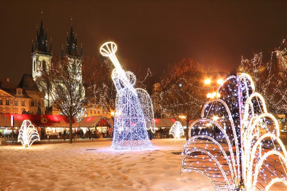 Plaza de la Ciudad Vieja en Praga en Navidad