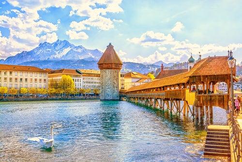 Puente deLucerna una de las cosas increíbles que ver en Suiza