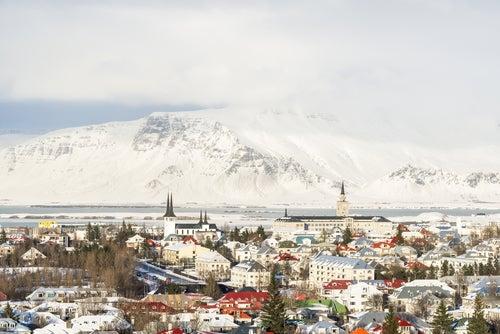 Paisajes invernales: Reikiavik en Islandia