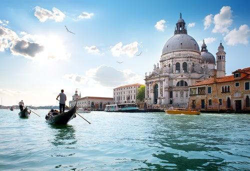 Santa Maria della Salute en el Gran Canal de Venecia