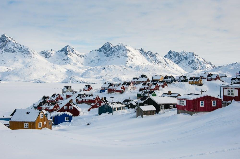 Paisaje invernal de Tasiilaq en Groenlandia