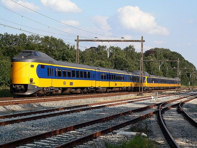 Tren entra Ámsterdam y el aeropuerto