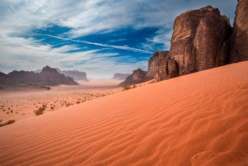 Wadi Rum. lugar para visitar al viajar a Jordania