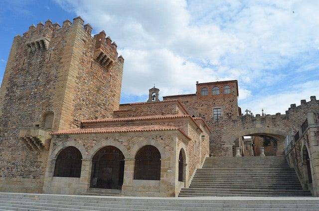 Arco de la Estrella, una de las cosas que ver en Cáceres