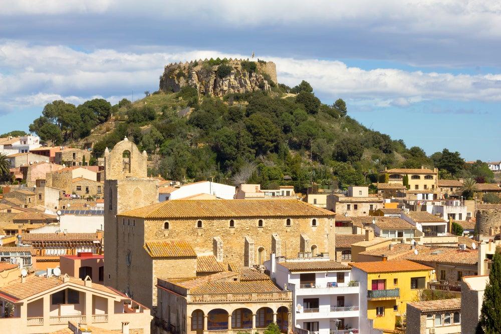Un paseo entre las calas y el castillo medieval de Begur