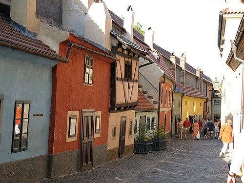 Callejón de Oro cerca de la catedral de San Vito de Praga