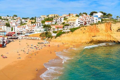 Carvoeiro en Portugal, uno de los pueblos que miran al mar