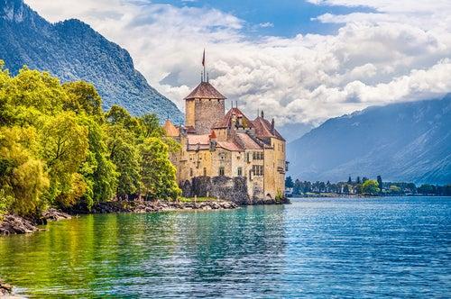 Castillo de Chillon, una de las cosas increíbles que ver en Suiza