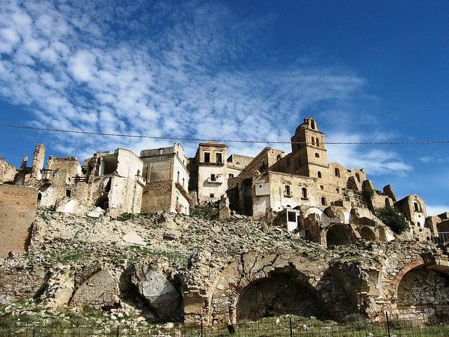 ciudad abandonada de Craco en Italia