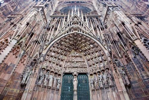 Fachada de la catedral de Notre Dame de Estrasburgo
