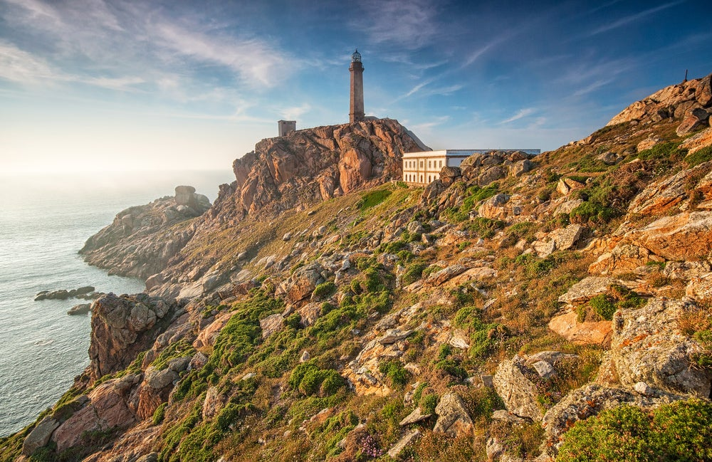 Faro de Finisterre, lugar para visitar de paso por Galicia