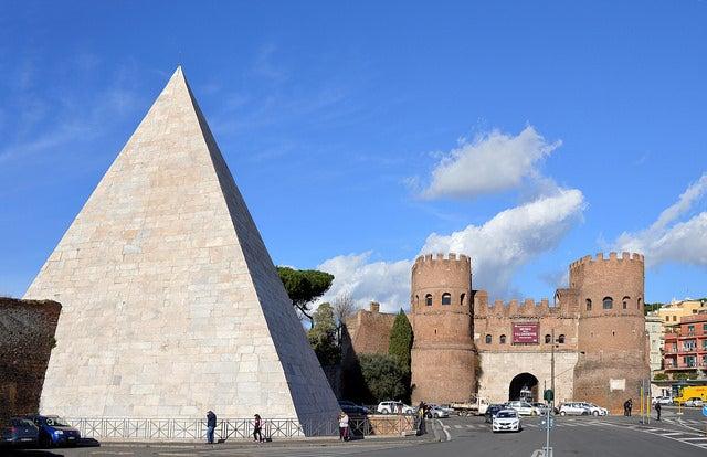 Pirámide de Cestius en Roma