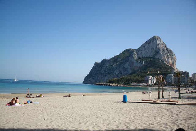 Un paseo por la playa de La Fossa en Calpe