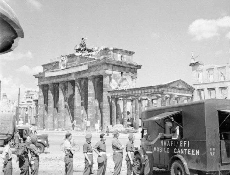 Puerta de Brandenburgo en 1945